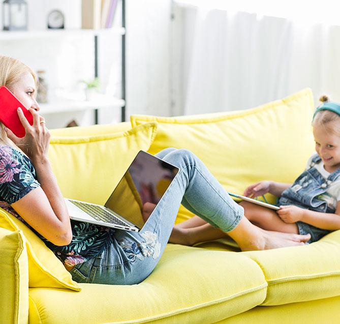 Мать и дочь с помощью Nordisk TV Box